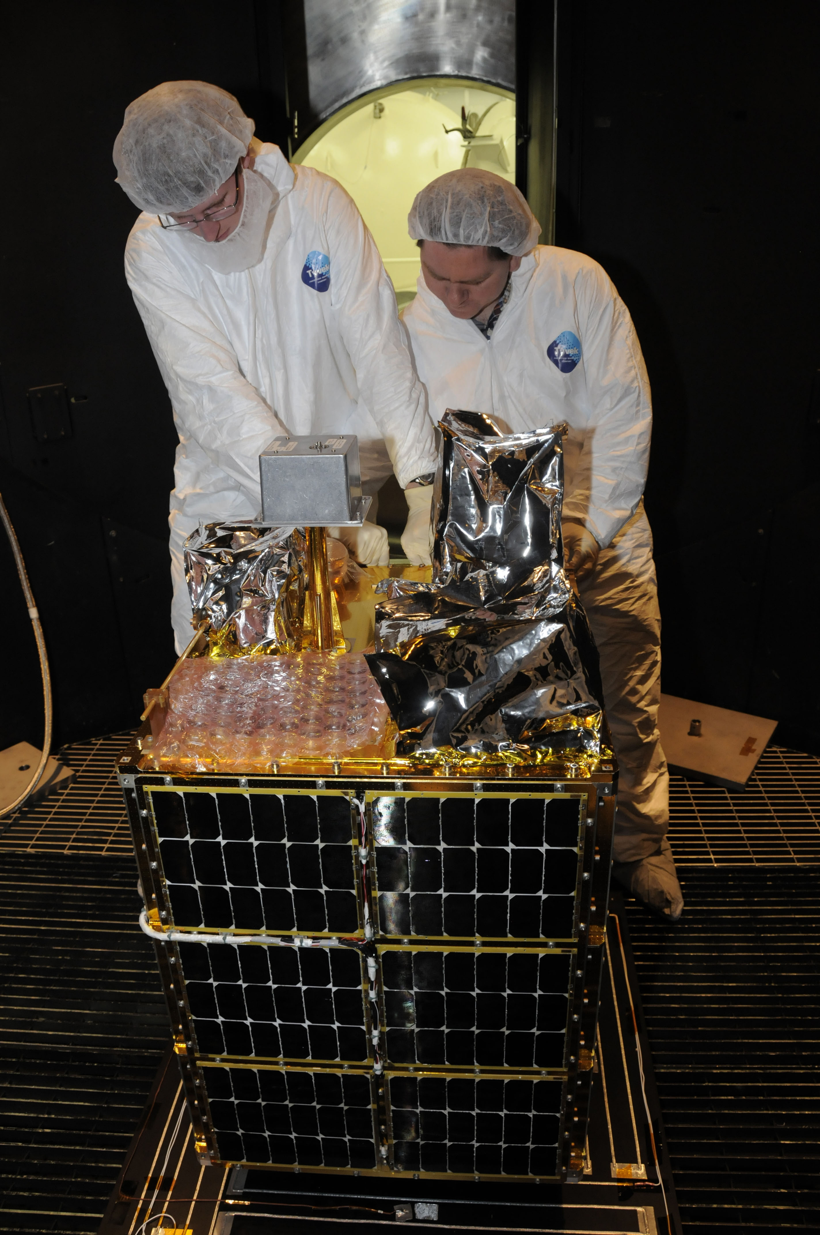 NASA Scientists at Work - Pics about space