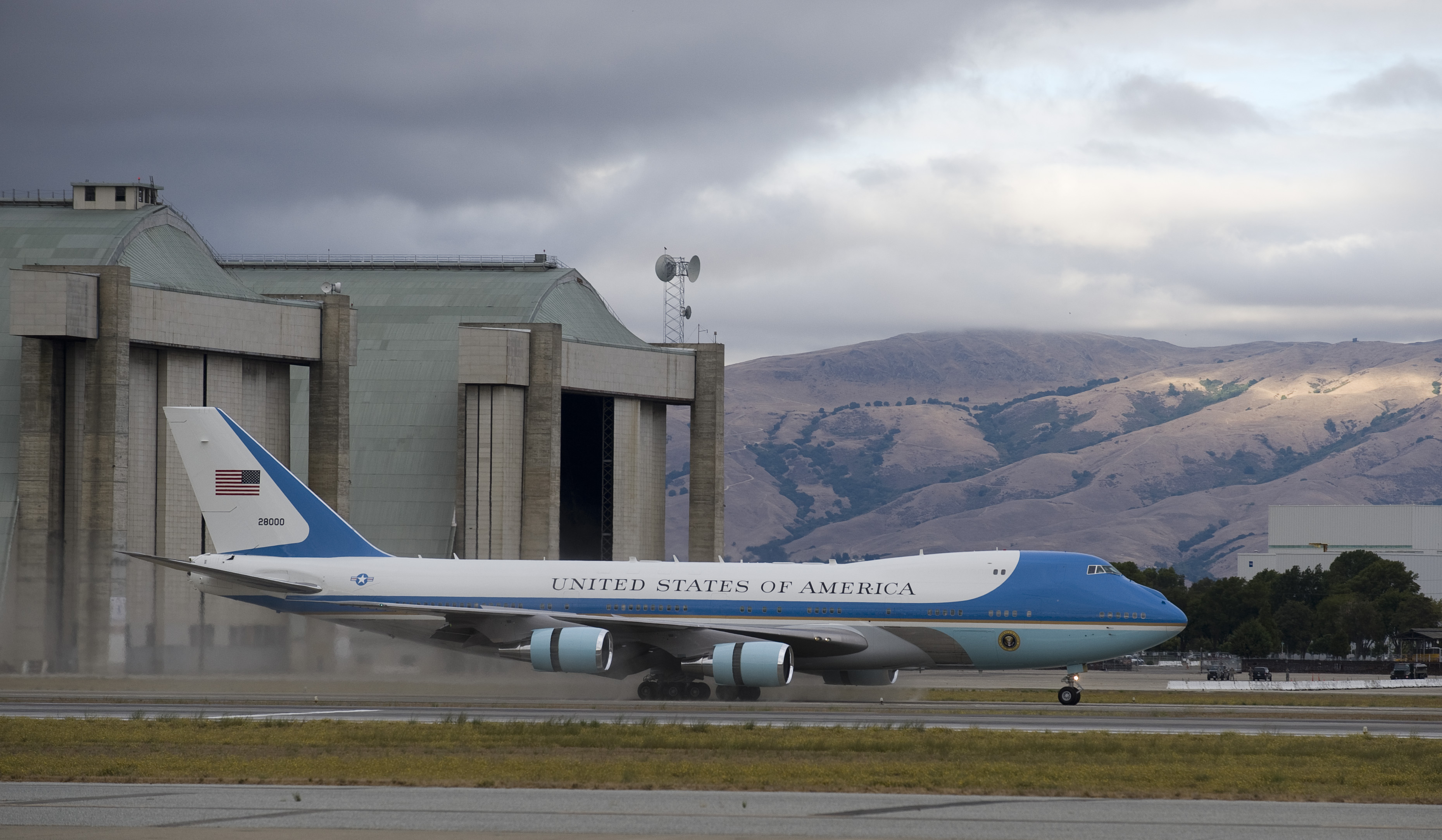 Nasa president obama visits california s silicon valley for Nasa air study