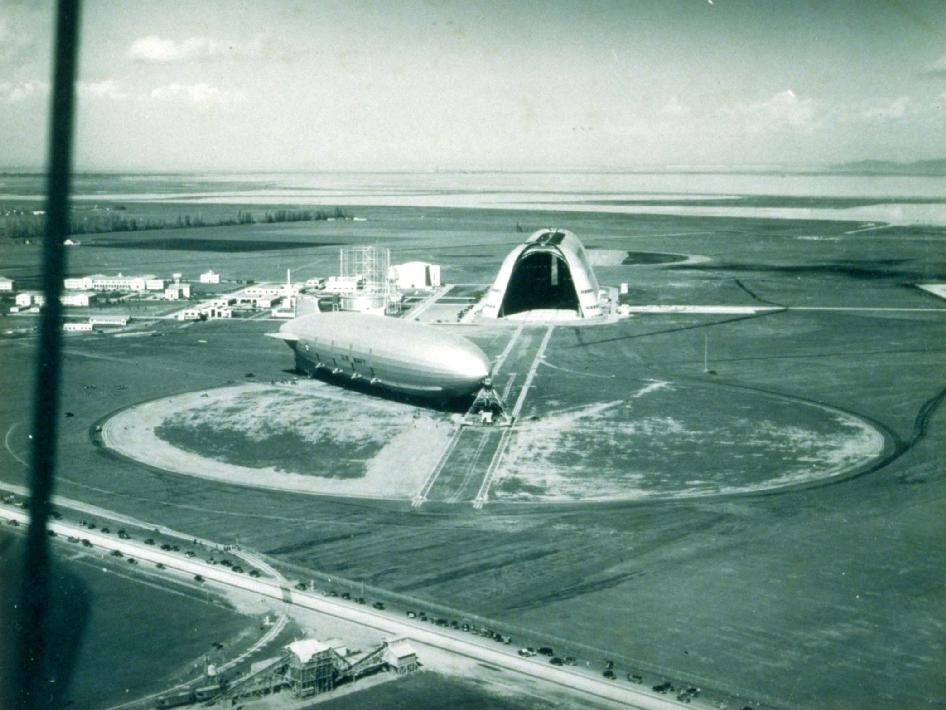 Airship moored at south end of Hangar 1 at the Sunnyvale Naval Air Station