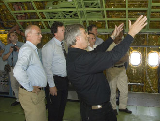 Dietmar Lilienthal (foreground, gesturing), German program manager for the SOFIA, points out a feature of the NASA 747SP to a group of German dignitaries.