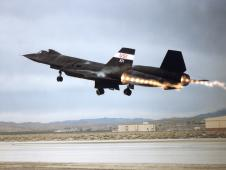 SR-71 takeoff with afterburner showing shock diamonds in exhaust