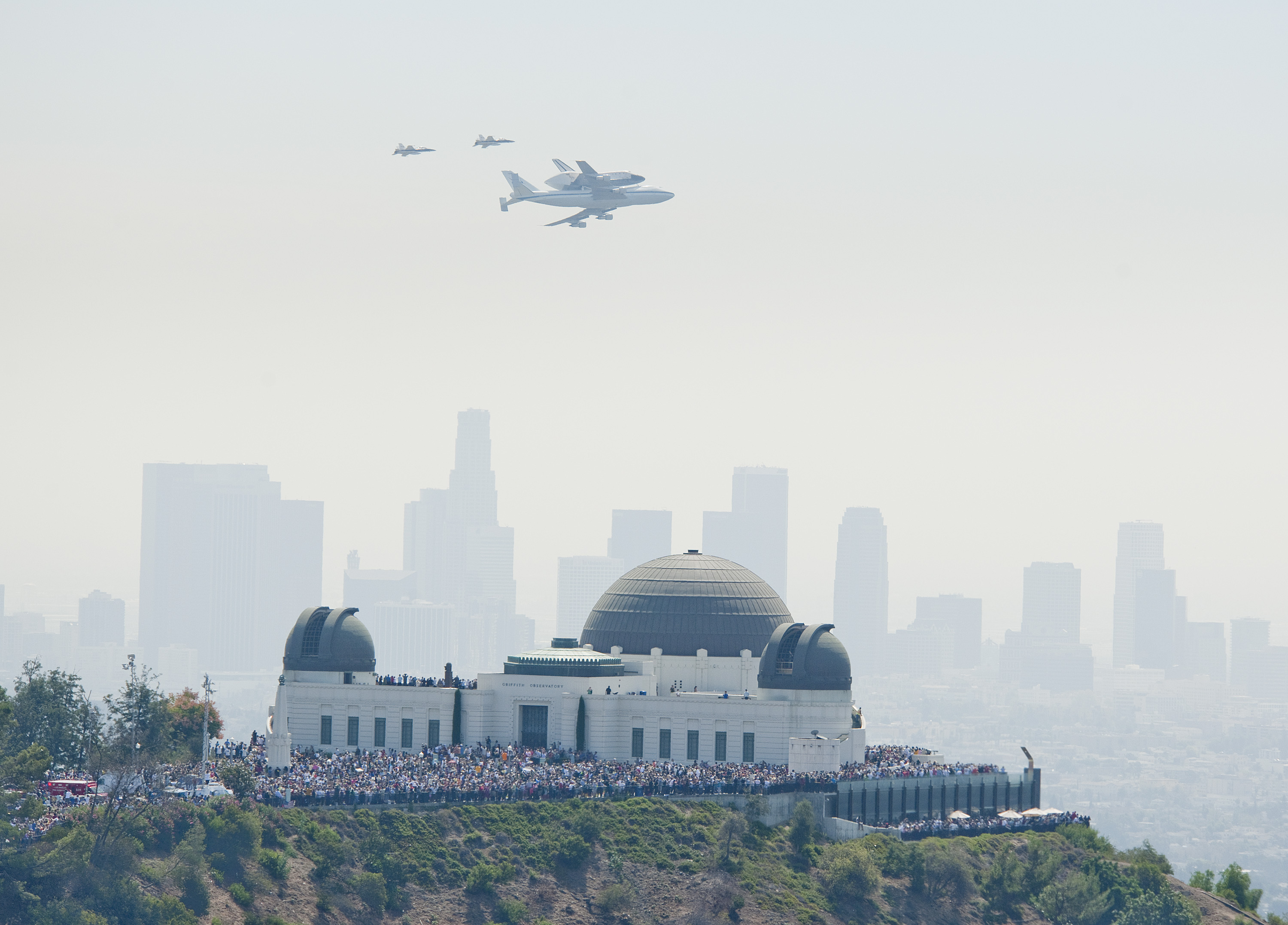 Nasa griffith observatory the spot for endeavour flyby thousands of spectators gathered at griffith observatory in griffith park to catch a glimpse of space sciox Gallery