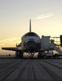 Photo: Discovery after landing