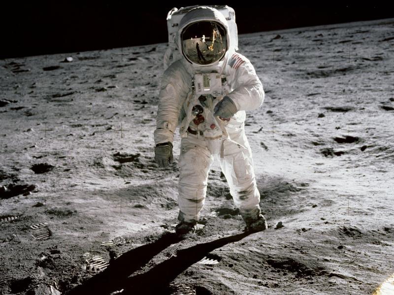 iconic moon selfie