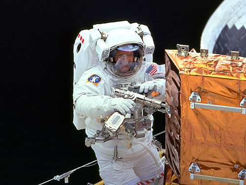 astronaut working in space - photo #12