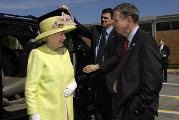 Queen Elizabeth II is greeted by NASA Administrator Michael Griffin.