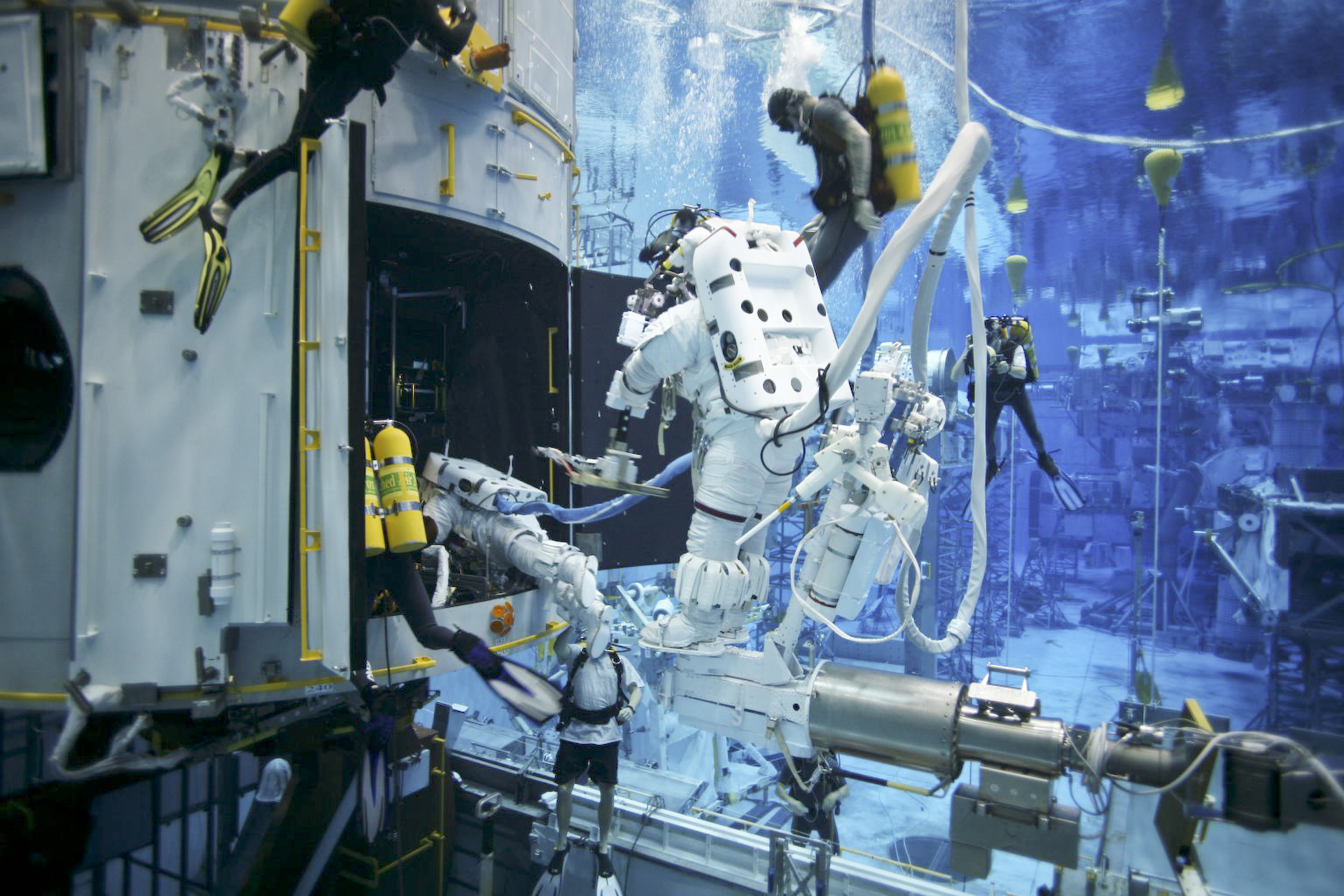 NASA - Goddard Engineers and Divers Multi-Task for Hubble