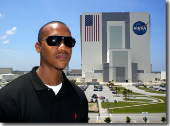 Keith at KSC, in front of the Vehicle Assembly Building.