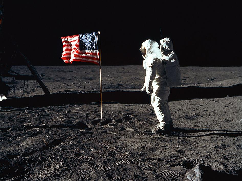 apollo 11 moonwalk -#main