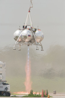 jsc2012e034799 -- Project Morpheus prototype lander tethered test