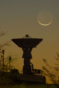 JSC2013-E-017103: Crescent moon and dish