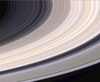 natural color view of Saturn's rings