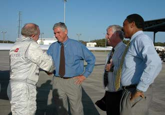 Steve Fossett is greeted by  Center Director Jim Kennedy and Jim Ball at the Shuttle Landing Facility.