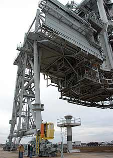 Rotating Service Structure at Pad 39A