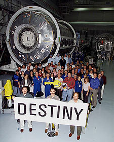 STS-98 crew receive key to the Destiny lab