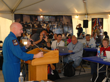 Astronaut Scott Kelly speaks at the STS-129 Tweet Up