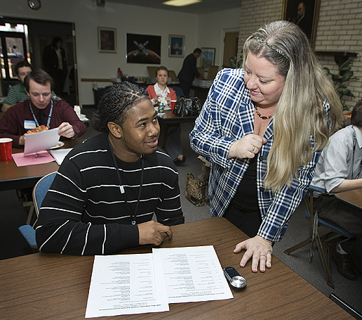 Debbie Murray helps a LARSS student.