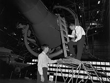 Astronaut Alan Shepard (right) flew a Gemini rendezvous and docking simulator in 1963.