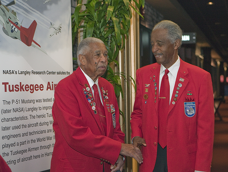 tuskegee airmen movie essay The tuskegee airmen / t when the audience sat in random patterns as part of operation checkerboard, the movie was halted to make men return to segregated.
