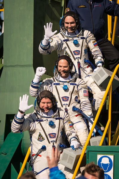 Expedition 33 crew members, Soyuz Commander Oleg Novitskiy, bottom, Flight Engineer Kevin Ford of NASA, and Flight Engineer Evgeny Tarelkin of Roscosmos, top, wave farewell before boarding their Soyuz rocket just a few hours before their launch to the International Space Station on Oct. 23.