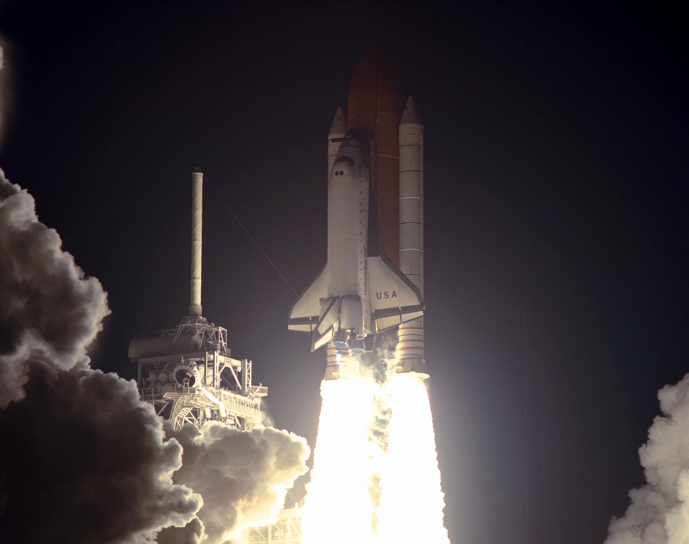 space shuttle landing at night - photo #40