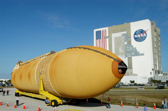 The External Tank en route to the Vehicle Assembly Building