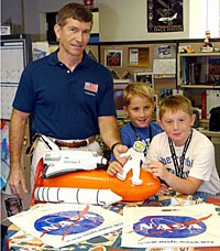 Astronaut Fred Leslie and the Hanson twins