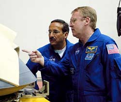 STS-114 Mission Specialists Charlie Camarda, left, and Andy Thomas