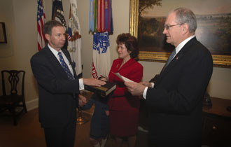 NASA Administrator Michael Griffin takes the Oath of Office