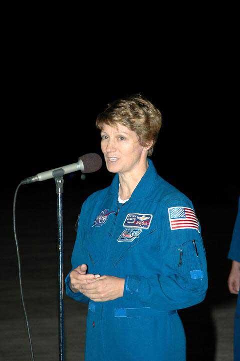 Photos de l'équipage de STS-114... 114028main_tcdt_collins-m
