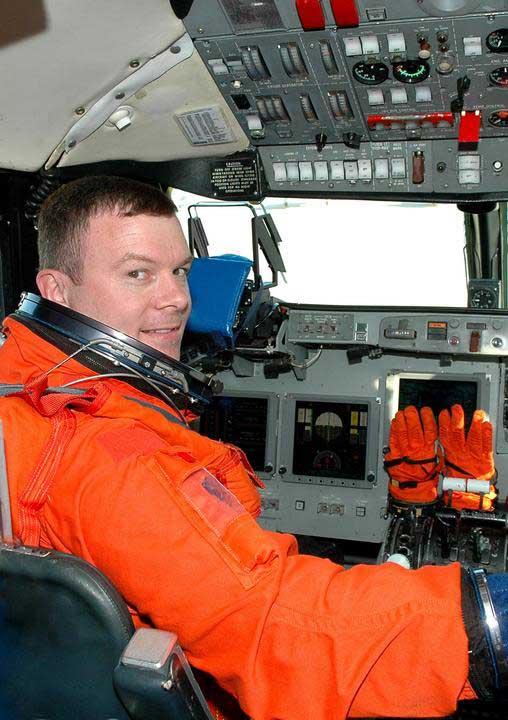Photos de l'équipage de STS-114... 114131main_kelly-m
