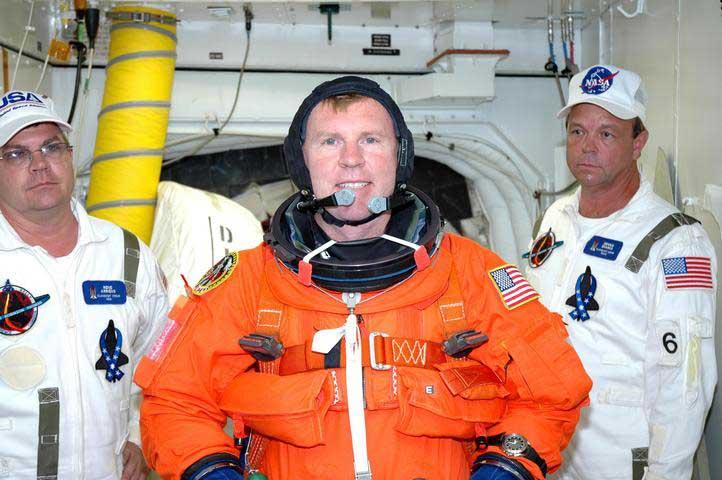 Photos de l'équipage de STS-114... 114260main_closeout-m