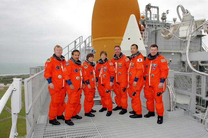 Photos de l'équipage de STS-114... 114339main_final-m