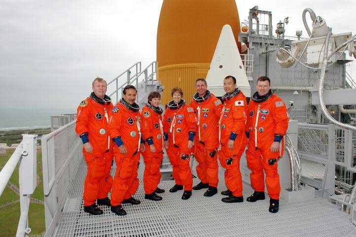 Photos de l'équipage de STS-114... 114339main_final-m