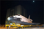 Discovery rolls to the Vehicle Assembly Building