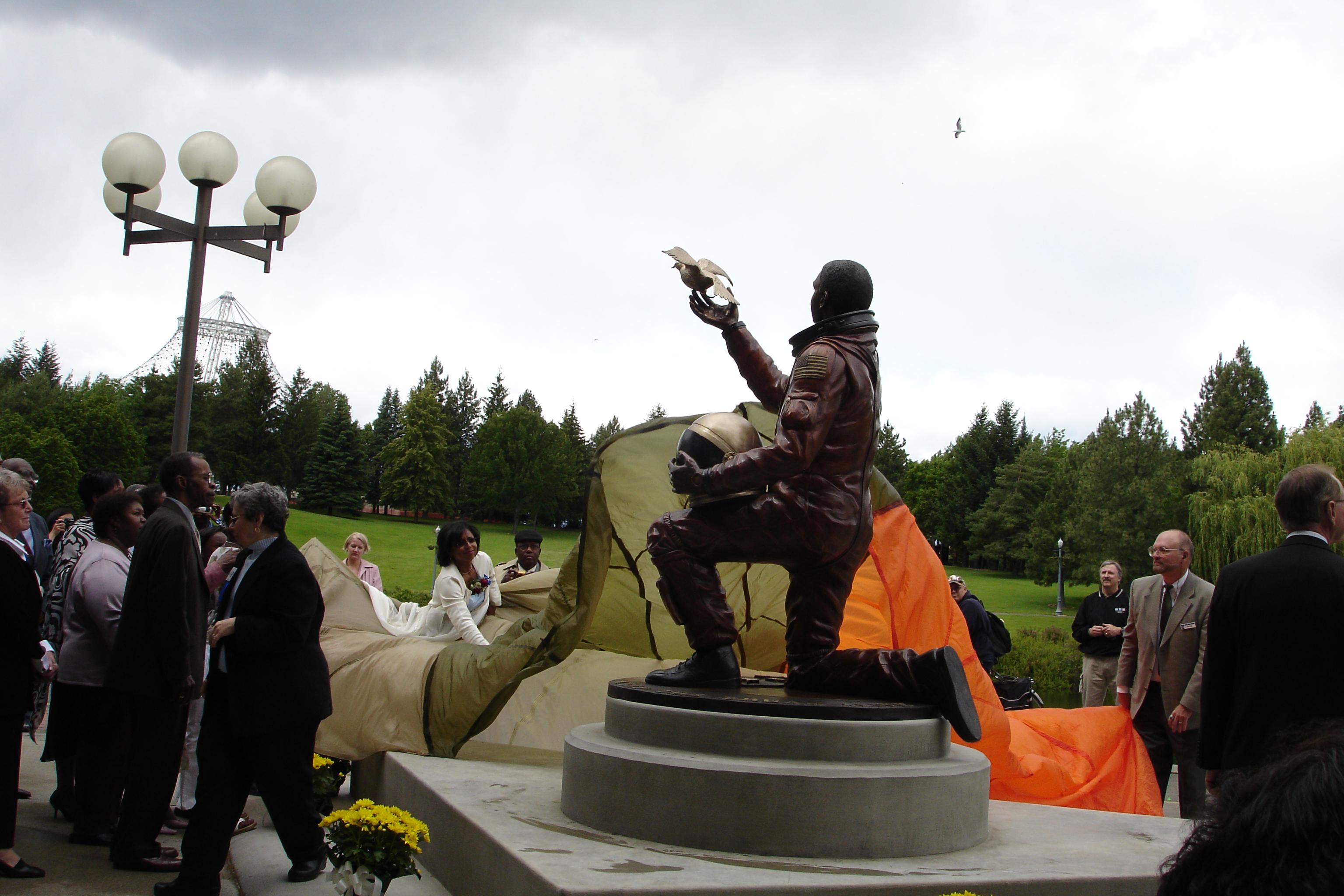 astronaut statue spokane-#9