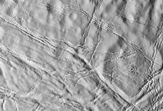 close-up view of Enceladus' surface