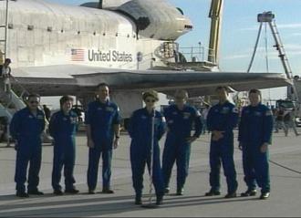 Le retour sur Terre de Discovery 124872main_crew