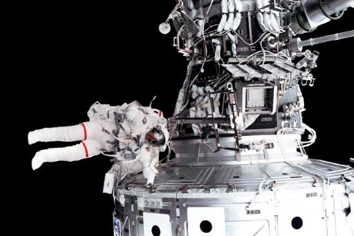 popravci na letjelici u otvorenom svemiru