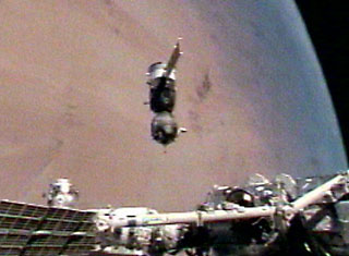Expedition 12 relocates the Soyuz spacecraft