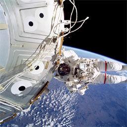 STS101-724-074 -- Jeffrey Williams performs a spacewalk during the STS-101 mission