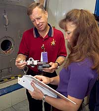 JSC2005-E-29728 -- STS-121 Commander Steve Lindsey (left) and Mission Specialist Lisa Nowak