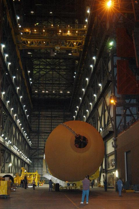 External tank 119 arrives in the Vehicle Assembly Building