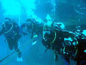 NEEMO-6 crewmembers leave the Aquarius habitat