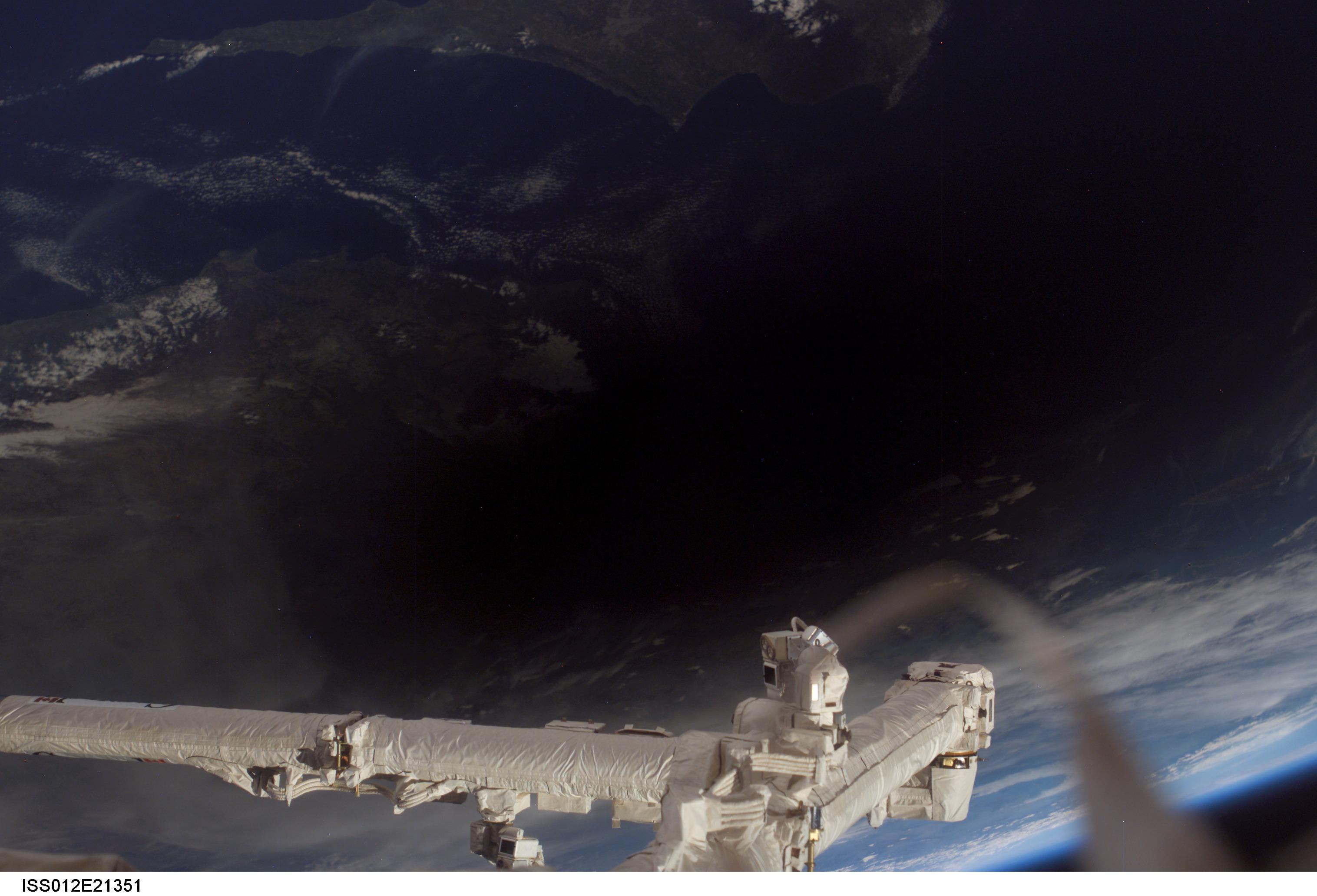 lunar eclipse space station - photo #33