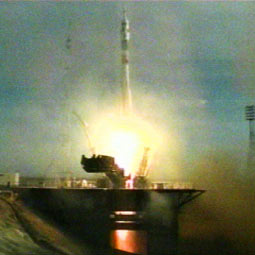 Expedition 13 lifts off onboard a Soyuz rocket