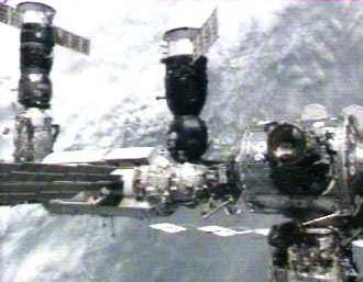 Expedition 13 arrives at the station