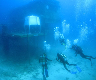 NEEMO 9 crew arrives at Aquarius