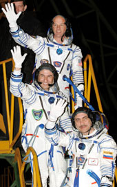 JSC2006-E-11941 - Crew members wave goodbye at the launch pad.