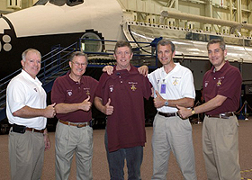 JSC2006-E-17295 -- Graduates from Texas A&M present astronaut Michael Fossum with a commemorative shirt.